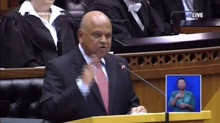 South African finance minister supports students