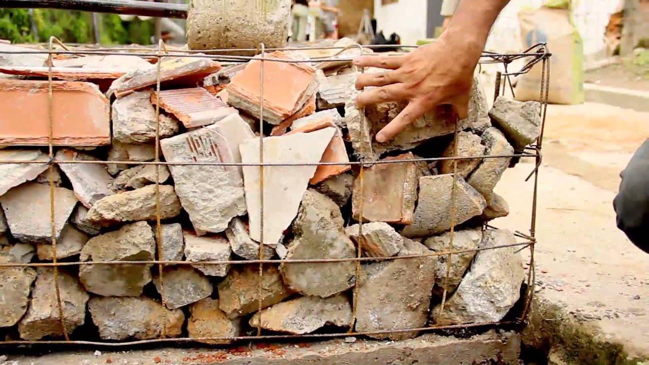 C mo construir un muro de gavi n con escombros youtube for Como construir piletas de material