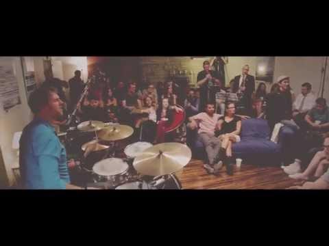 Crowded Room 01: The Split - Doo Wop