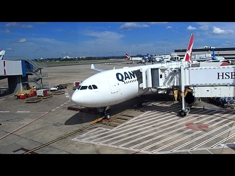 Qantas Flight Sydney to Manila A330-200 Business Class