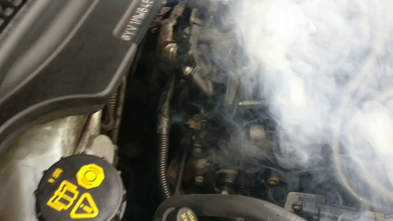Enorm Volvo V50 1.6 D2 2011 Smoke from engine bay - YouTube CA-87