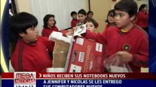 Vergonzoso !!! Niños reciben Notebooks de palo