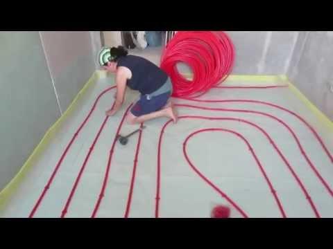 Fußbodenheizung, Fliesenlegen, Badezimmereinrichtung.