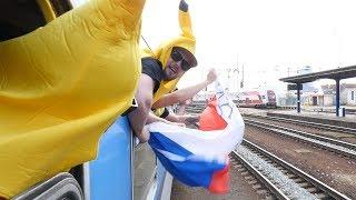 Otestovali jsme cestu vlakem na MS. Banáni pronikli až na kostku