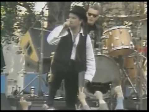 Bono mistakes San Francisco for Sinn Fein on fan's sign