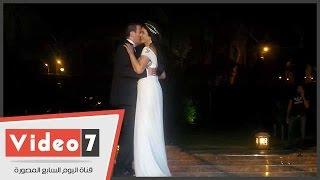 بالفيديو.. رقصة رومانسية فى ليلة رمضانية بين نجلاء بدر وزوجها عقب عقد القران
