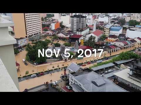 Malam Mingguan Dengan Hujan Deras / Paginya Penang Banjir Besar
