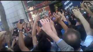 Ibrahimovic aux Champs Elysées à la boutique du PSG