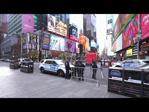 В Нью-Йорке, крупнейшем городе США, объявлен тотальный карантин.