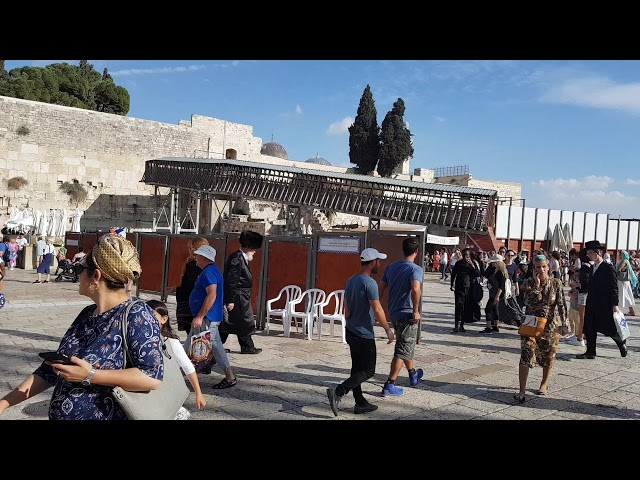 IDF soldiers arrived at the Western Wall (Wailing Wall) Jerusalem for the Simchat Torah holiday.