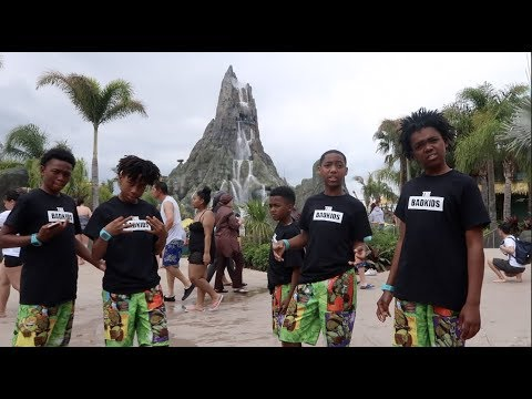 THABADKID'S INVADES VOLCANO BAY & TAKE FIRST HELICOPTER RIDE.......