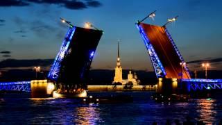 Разводка Дворцового моста в Санкт-Петербурге