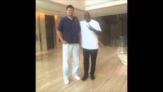 Shaquille O'Neal Meets Yao Ming- Is Ming Taller Than We Think????