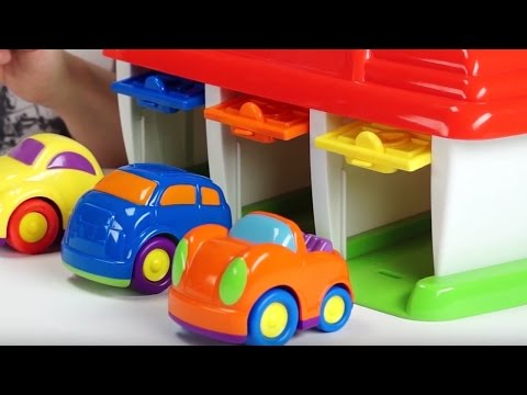 Смотреть Поиграйка с Егором - Домик чемоданчик - гараж для машинок