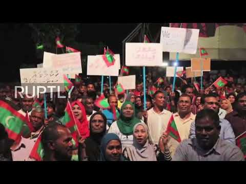 Maldives: Ex-president arrested as opposition protesters hit Male's streets