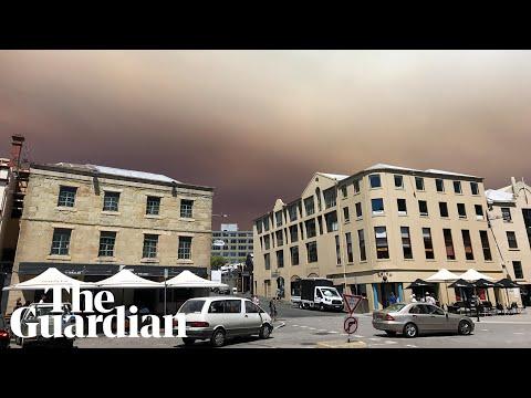 Smoke from bushfires covers Hobart