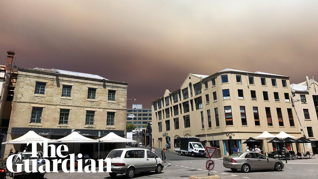 Smoke plume from Tasmania bushfire turns sky red over Hobart