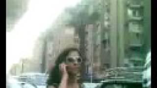 بنت الباشا الظابط بتبلطج في الشارع بعصا كهربائية
