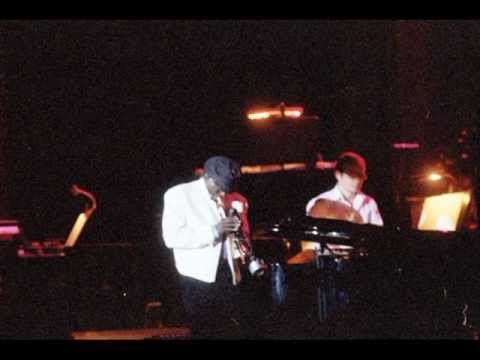 Aura - Miles Davis receiving the Sonning Award 1984