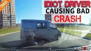 Смотреть видео Idiot driver causes a road accident    Идиот-водитель вызвал ДТП в Калуге, Россия онлайн