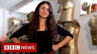 Artist celebrates women's bodies by making casts - BBC News