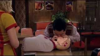 2 Broke Girls Learning how to resuscitate