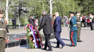 В Омске возложили цветы к Вечному Огню(, 2014-05-09T08:07:58.000Z)
