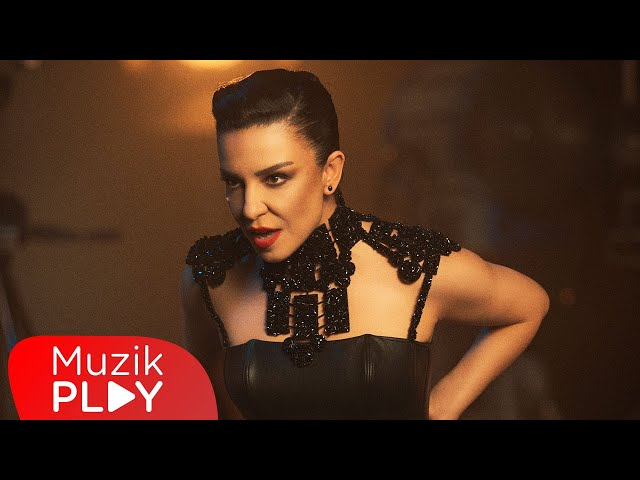 Fatma Turgut - Bir Varmış Bir Yokmuş (Official Video)