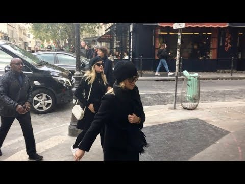 Reese Witherspoon and family go visit the Pompidou museum in Paris