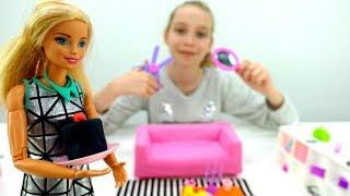 Видео для девочек - Барби готовится к свиданию - Игры одевалки