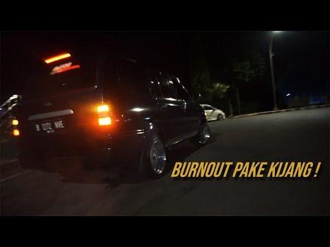 Burnout pake Kijang! Bangunin Orang Sahur