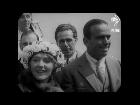 June 1920 - Douglas Fairbanks/Mary Pickford in London and Paris (speed corrected w/ added sound)