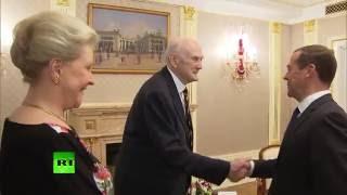 Медведев вручил князю из рода Романовых орден Александра Невского