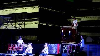 国宝の松本城を背景に日本の伝統芸能である「太鼓」の音がアルプスの街...