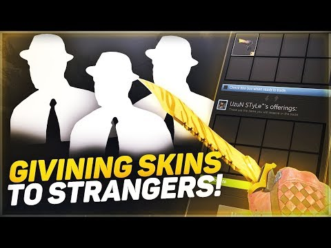 GIVING 5 KNIVES TO RANDOM DEATHMATCHERS! (CSGO TRIVIA)