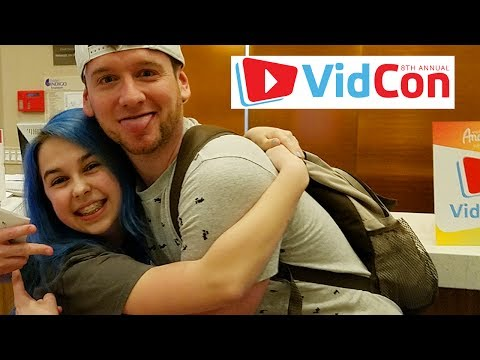 VIDCON 2017 DAY 1 VLOG | FRIENDS!!!