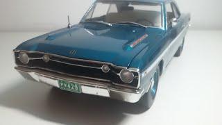 Miniatura do Dodge Dart GTS 1968, na escala 1:18, produzida pela Hi...