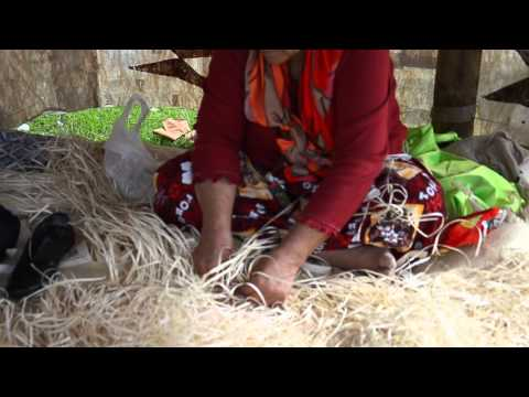 Tongan woman with the art of weaving finemat