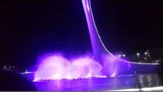 Поющие фонтаны в Олимпийском парке Сочи возле Олимпийского факела