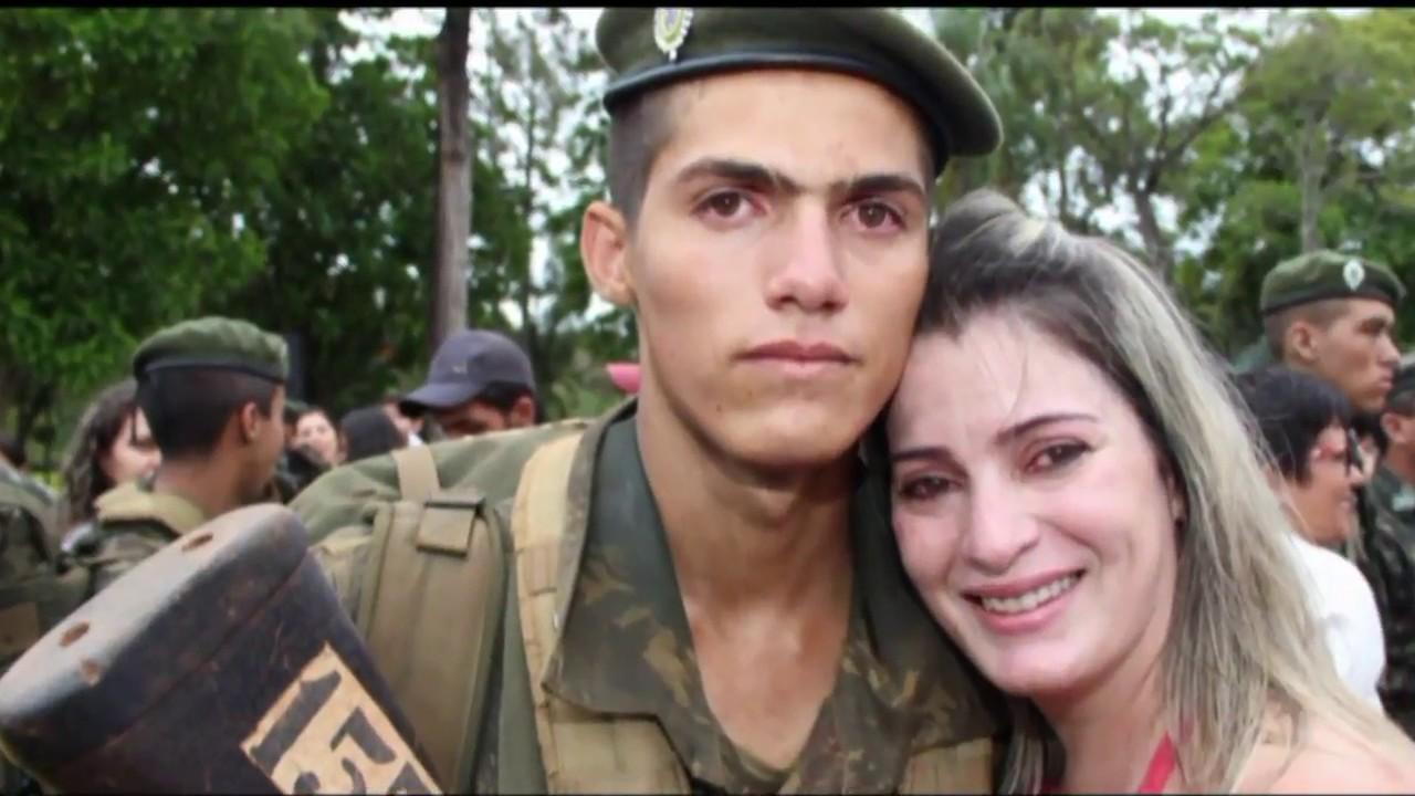 Entrega da Boina aos novos soldados do BCSv 2017 - YouTube 645e920387d