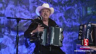 Mi acordeón traé todos los tonos - Juan Villarreal