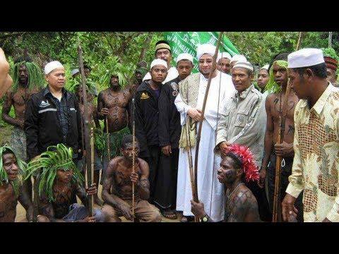 Momen Habib Munzir Disambut Tarian Adat Papua