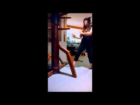 Wing Chun Woman - Wooden Dummy jamming/Mooky freestyle 3/11/14 (Fiona)