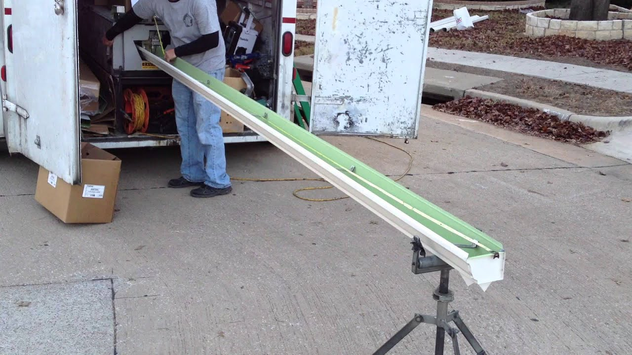 How To Make Seamless Aluminum Gutters Youtube