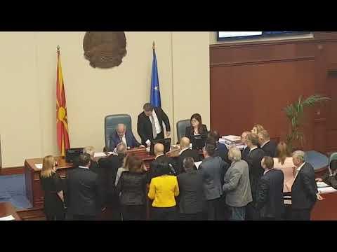 Вака се брани МАКЕДОНИЈА | Никола Груевски, Донесување на Законот за јазиците
