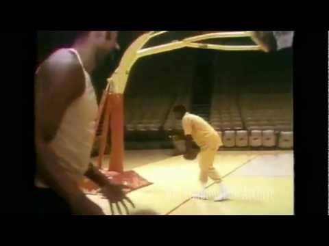 Wilt Chamberlain swishes four 3-point range hook shots in a row!