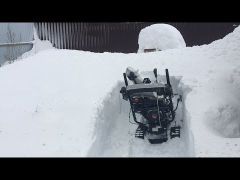 Тест гусеничного снегоуборщика в плотном снегу