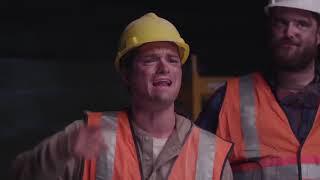 Реакция строителей на Miley Cyrus - Wrecking Ball