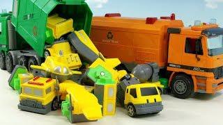 쓰레기 차가 모여서 자석블럭을 와르르 쏟아부어요 다양한 탈것을 만들어보아요