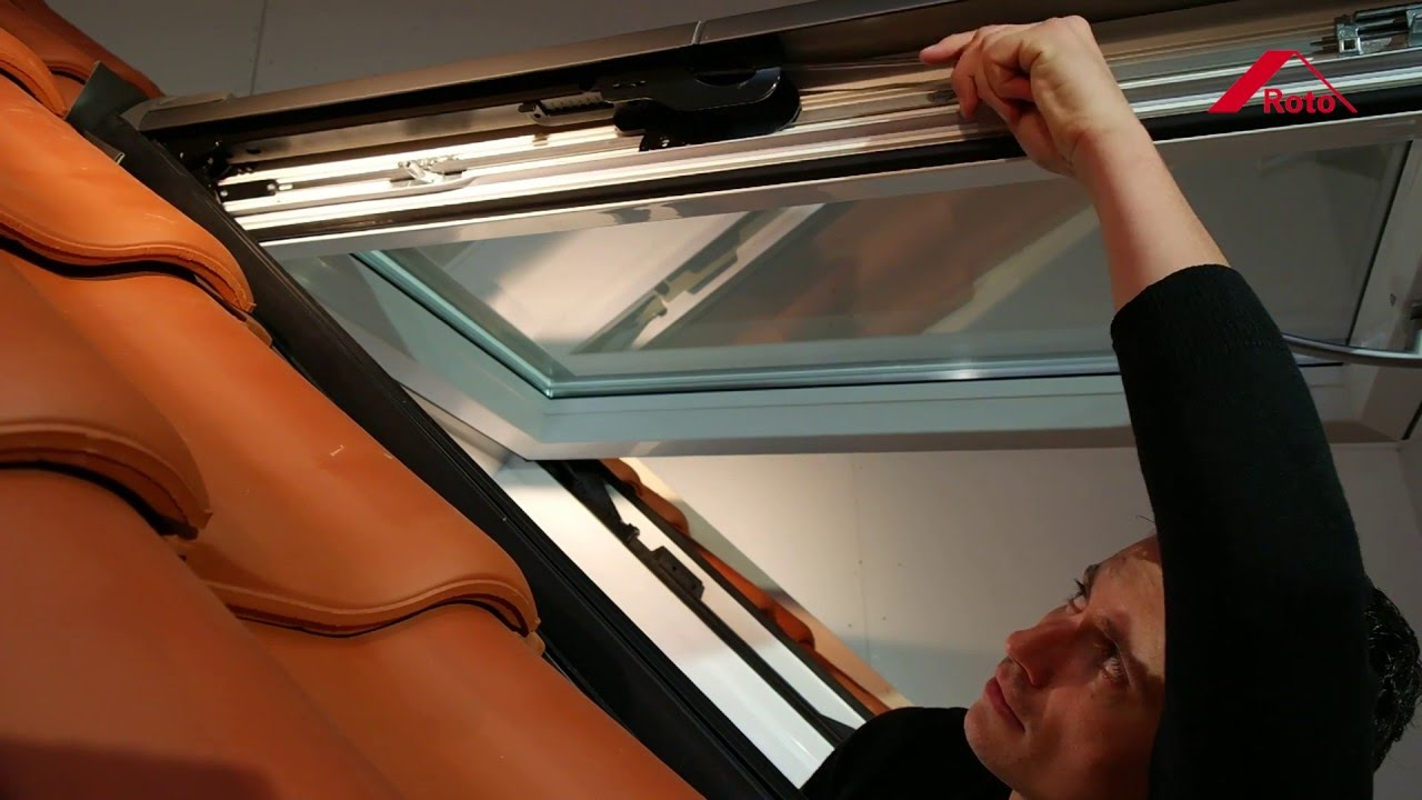 Velux Dachfenster Einstellen Roto Top Hung Pivot Roof Window Wdf R8 Adjusting The Springs